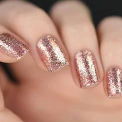 Manucure-de-Noel-rose-paillete